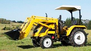 TRACTOR: VISION VM-404 40HP 4/WHEEL DRIVE 4 IN 1 BUCKET